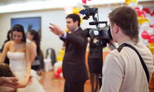Где найти хорошего видеооператора на свадьбу?