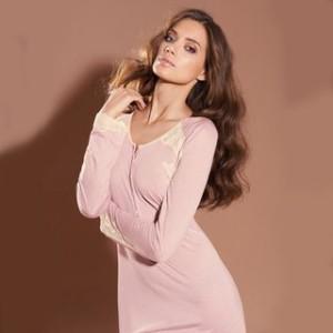 Женские комплекты для дома: халат и пижама, ночная рубашка и пеньюар, халат и ночная сорочка - эффектный внешний вид и комфорт