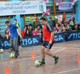 В Чернигове прошли новые спортивные состязания для пап и сыновей