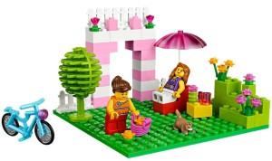 Почему многие мамы и папы выбирают конструктор Лего для своих детей?