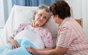Почему пансионат для престарелых лучше услуг сиделки