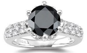 Кольцо с черным бриллиантом - украшение для особенной женщины
