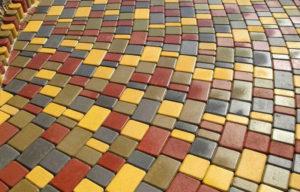 Виды тротуарной плитки: от традиционной брусчатки до резиновых изделий