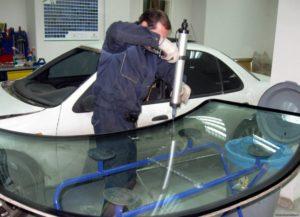 Замена и ремонт автостекол: особенности процедуры