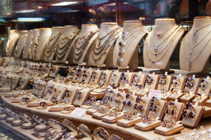 Хотите купить серебряные украшения оптом? Интернет-магазин компании ЭВОРА ждёт вас!