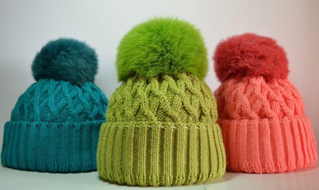 Где лучше всего покупать вязаные шапки для зимы?