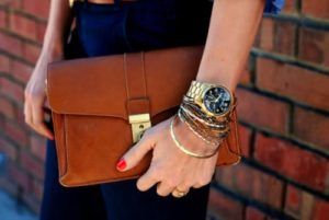 Как носить часы и браслет на одной руке?