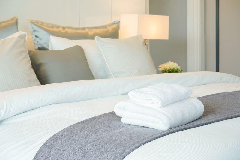 Особенности и нюансы выбора постельного белья для гостиниц